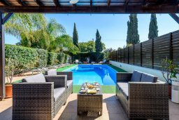 Патио. Кипр, Каво Марис Протарас : Уютная вилла с бассейном и зеленым двориком с патио и барбекю, 3 спальни, 4 ванными комнатами, парковка, Wi-Fi
