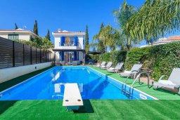 Фасад дома. Кипр, Каво Марис Протарас : Уютная вилла с бассейном и зеленым двориком с патио и барбекю, 3 спальни, 4 ванными комнатами, парковка, Wi-Fi