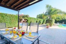 Обеденная зона. Кипр, Каво Марис Протарас : Уютная вилла с бассейном и зеленым двориком с патио и барбекю, 3 спальни, 4 ванными комнатами, парковка, Wi-Fi