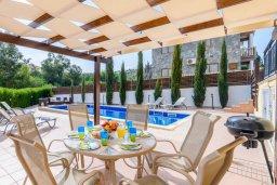 Обеденная зона. Кипр, Пернера Тринити : Просторная вилла с бассейном и двориком с патио и барбекю, 3 спальни, 2 ванные комнаты, парковка, Wi-Fi