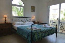 Спальня. Кипр, Каппарис : Прекрасная вилла с бассейном и зеленым двориком, 2 спальни, 2 ванные комнаты, парковка, Wi-Fi