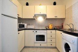 Кухня. Кипр, Пафос город : Уютный апартамент с гостиной, двумя спальнями и двумя балконами