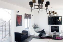 Гостиная. Кипр, Аммос - Лимнария Бич : Роскошная вилла с бассейном и зеленым двориком с барбекю, 3 спальни, 3 ванные комнаты, джакузи, парковка, Wi-Fi