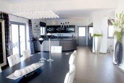 Кухня. Кипр, Аммос - Лимнария Бич : Роскошная вилла с бассейном и зеленым двориком с барбекю, 3 спальни, 3 ванные комнаты, джакузи, парковка, Wi-Fi