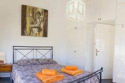 Спальня. Кипр, Ионион - Айя Текла : Роскошная вилла с бассейном в 100 метрах от пляжа, 4 спальни, 2 ванные комнаты, барбекю, бильярд, парковка, Wi-Fi