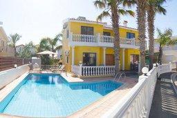 Фасад дома. Кипр, Ионион - Айя Текла : Роскошная вилла с бассейном в 100 метрах от пляжа, 4 спальни, 2 ванные комнаты, барбекю, бильярд, парковка, Wi-Fi