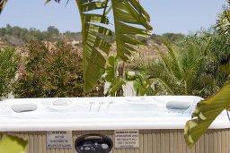 Прочее. Кипр, Нисси Бич : Роскошная вилла с большим бассейном и зеленой территорией, 6 спален, 5 ванных комнат, беседка, патио, барбекю, джакузи, бильярд, парковка, Wi-Fi