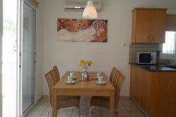 Обеденная зона. Кипр, Пернера Тринити : Уютная вилла с бассейном и двориком с барбекю, 3 спальни, 2 ванные комнаты, барбекю, парковка, Wi-Fi