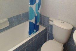 Ванная комната. Кипр, Пернера Тринити : Уютная вилла с бассейном и двориком с барбекю, 3 спальни, 2 ванные комнаты, барбекю, парковка, Wi-Fi