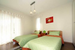 Спальня 2. Кипр, Пареклисия : Современная вилла с бассейном и зеленым двориком с барбекю, 3 спальни, 2 ванные комнаты, парковка, Wi-Fi