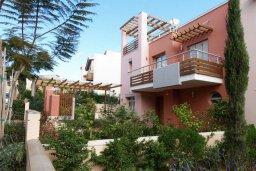 Фасад дома. Кипр, Св. Рафаэль Лимассол : Современная вилла с бассейном и зеленым двориком с барбекю, 3 спальни, 2 ванные комнаты, парковка, Wi-Fi