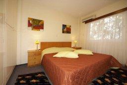 Спальня. Кипр, Мутаяка Лимассол : Прекрасный апартамент в комплексе с бассейном, с гостиной, двумя спальнями и большим бассейном