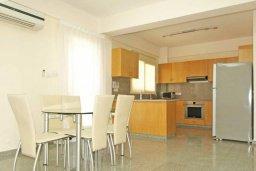 Кухня. Кипр, Гермасойя Лимассол : Прекрасная вилла с бассейном и зеленым двориком, 6 спален, 3 ванные комнаты, парковка, Wi-Fi