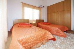 Спальня 2. Кипр, Гермасойя Лимассол : Прекрасная вилла с бассейном и зеленым двориком, 6 спален, 3 ванные комнаты, парковка, Wi-Fi