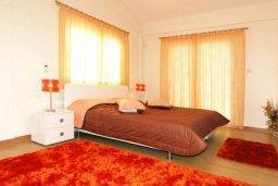Спальня. Кипр, Гермасойя Лимассол : Прекрасная вилла с бассейном и зеленым двориком, 6 спален, 3 ванные комнаты, парковка, Wi-Fi