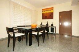 Обеденная зона. Кипр, Гермасойя Лимассол : Прекрасная вилла с бассейном и зеленым двориком, 6 спален, 3 ванные комнаты, парковка, Wi-Fi