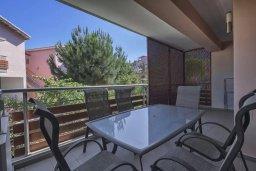 Балкон. Кипр, Пареклисия : Апартамент в комплексе с бассейном в 100 метрах от пляжа, с гостиной, двумя спальнями и большим балконом