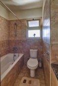 Ванная комната. Кипр, Мутаяка Лимассол : Великолепный апартамент в комплексе с бассейном в 100 метрах от пляжа, с гостиной, двумя спальнями, двумя ванными комнатами и двумя балконами