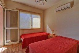 Спальня 2. Кипр, Мутаяка Лимассол : Великолепный апартамент в комплексе с бассейном в 100 метрах от пляжа, с гостиной, двумя спальнями, двумя ванными комнатами и двумя балконами
