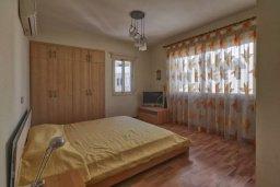 Спальня. Кипр, Мутаяка Лимассол : Великолепный апартамент в комплексе с бассейном в 100 метрах от пляжа, с гостиной, двумя спальнями, двумя ванными комнатами и двумя балконами