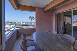Балкон. Кипр, Мутаяка Лимассол : Великолепный апартамент в комплексе с бассейном в 100 метрах от пляжа, с гостиной, двумя спальнями, двумя ванными комнатами и двумя балконами