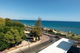 Вид на море. Кипр, Центр Лимассола : Роскошный петнхаус в 50 метрах от пляжа с большой террасой с шикарным видом на море, джакузи и барбекю, 4 спальни, 4 ванные комнаты
