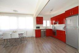 Кухня. Кипр, Центр Лимассола : Прекрасный пентхаус с террасой и видом на море, с просторной гостиной, тремя спальнями, двумя ванными комнатами, в 170 метрах от пляжа