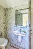 Туалет. Кипр, Гермасойя Лимассол : Таунхаус в комплексе с бассейном, с гостиной, двумя спальнями, двумя ванными комнатами и балконом
