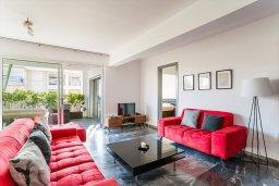 Гостиная. Кипр, Центр Лимассола : Апартамент с большой гостиной, тремя спальнями, двумя ванными комнатами и большим балконом