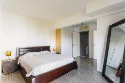 Спальня. Кипр, Центр Лимассола : Апартамент с большой гостиной, тремя спальнями, двумя ванными комнатами и большим балконом
