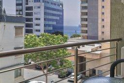 Балкон. Кипр, Центр Лимассола : Современная студия в комплексе с бассейном и тренажерным залом, в 20 метрах от пляжа