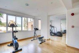 Прочее. Кипр, Центр Лимассола : Современный апартамент в комплексе с бассейном и тренажерным залом, в 20 метрах от пляжа, с гостиной, отдельной спальней и балконом с видом на море