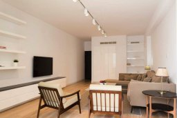 Гостиная. Кипр, Гермасойя Лимассол : Современный апартамент в комплексе с бассейном в 20 метрах от пляжа, с гостиной, тремя спальнями и балконом с видом на море