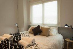 Спальня. Кипр, Гермасойя Лимассол : Современный апартамент в комплексе с бассейном в 20 метрах от пляжа, с гостиной, тремя спальнями и балконом с видом на море
