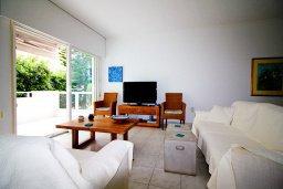 Гостиная. Кипр, Гермасойя Лимассол : Уютный апартамент в комплексе с бассейном в 40 метрах от пляжа, с гостиной, тремя спальнями, двумя ванными комнатами и балконом с боковым видом на море