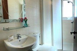 Ванная комната 2. Кипр, Пернера : Уютная вилла с бассейном и двориком с барбекю, 3 спальни, 2 ванные комнаты, парковка, Wi-Fi