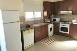 Кухня. Кипр, Пернера : Уютная вилла с бассейном и двориком с барбекю, 3 спальни, 2 ванные комнаты, парковка, Wi-Fi