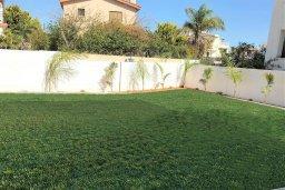 Территория. Кипр, Ионион - Айя Текла : Уютная вилла с зеленым двориком в 100 метрах от пляжа, 3 спальни, терраса и балкон с видом на море, барбекю, парковка, Wi-Fi