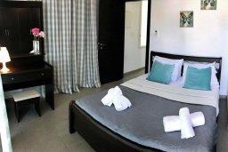 Спальня 3. Кипр, Ионион - Айя Текла : Уютная вилла с зеленым двориком в 100 метрах от пляжа, 3 спальни, терраса и балкон с видом на море, барбекю, парковка, Wi-Fi