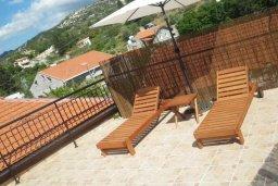 Терраса. Кипр, Троодос : Каменный дом с приватным двориком с солярием с шезлонгами на крыше, 2 спальни, 2 ванные комнаты, барбекю, парковка, Wi-Fi