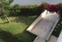 Территория. Кипр, Св. Рафаэль Лимассол : Апартамент в комплексе с бассейном недалеко от пляжа, с гостиной, отдельной спальней и балконом