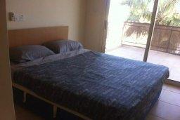 Спальня. Кипр, Св. Рафаэль Лимассол : Апартамент в комплексе с бассейном недалеко от пляжа, с гостиной, отдельной спальней и балконом