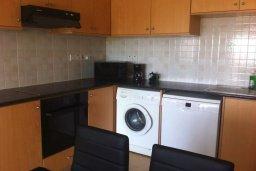 Кухня. Кипр, Св. Рафаэль Лимассол : Апартамент в комплексе с бассейном недалеко от пляжа, с гостиной, отдельной спальней и балконом