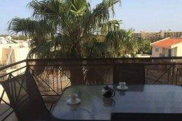 Балкон. Кипр, Св. Рафаэль Лимассол : Апартамент в комплексе с бассейном недалеко от пляжа, с гостиной, отдельной спальней и балконом