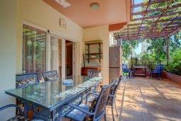 Терраса. Кипр, Центр Лимассола : Апартамент в комплексе с бассейном недалеко от пляжа, с гостиной, тремя спальнями, двумя ванными комнатами и террасой