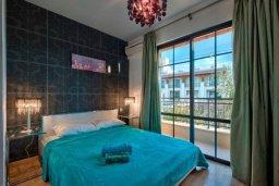 Спальня. Кипр, Дасуди Лимассол : Двухуровневый таунхаус в комплексе с бассейном, с гостиной, двумя спальнями, двумя ванными комнатами, террасой и балконом