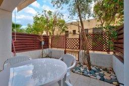 Терраса. Кипр, Дасуди Лимассол : Двухуровневый таунхаус в комплексе с бассейном, с гостиной, двумя спальнями, двумя ванными комнатами, террасой и балконом