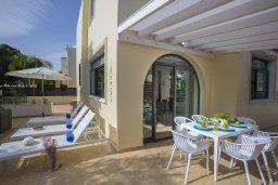 Обеденная зона. Кипр, Санрайз Протарас : Великолепная вилла с 3-мя спальнями, с просторным двориком с патио, барбекю и настольным теннисом, расположена в центре Протараса