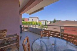 Балкон. Кипр, Св. Рафаэль Лимассол : Апартамент в комплексе с бассейном, с гостиной, двумя спальнями и большим балконом с барбекю