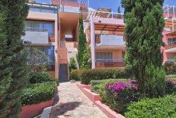 Фасад дома. Кипр, Св. Рафаэль Лимассол : Апартамент в комплексе с бассейном, с гостиной, двумя спальнями и большим балконом с барбекю